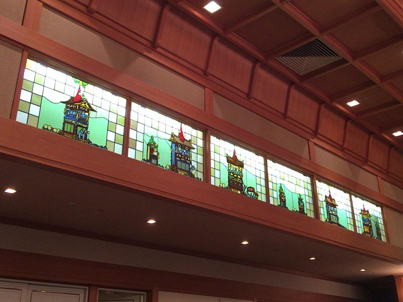 「葵殿」のステンドグラス