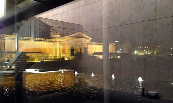 「平成知新館」から見た「明治古都館」