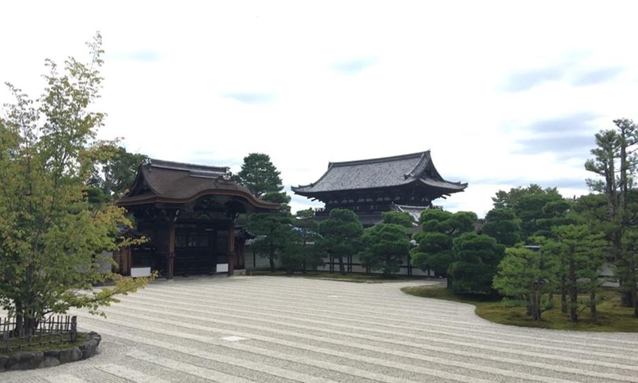 とあるお寺の白砂の庭