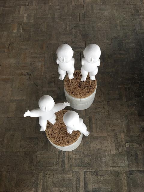 地塗り中の人形