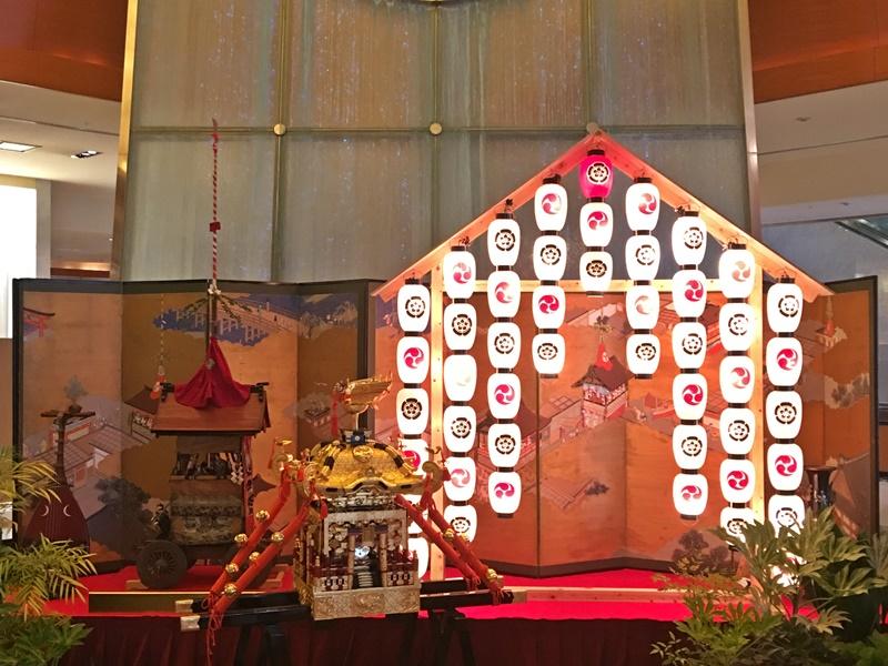 ロビーの祇園祭飾り