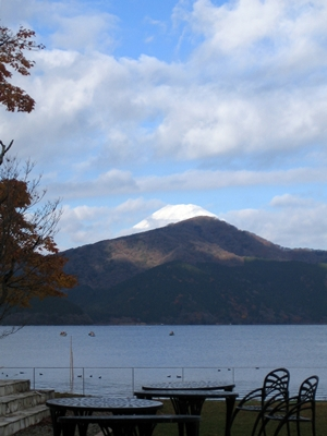 芦ノ湖畔から見えた富士山