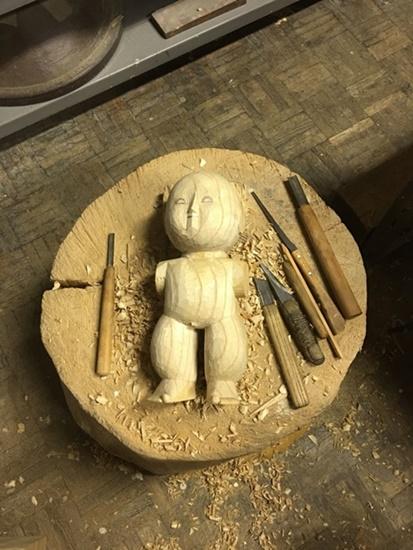 続「粗彫り」途中の人形