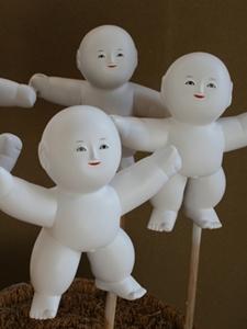 なんとなく落ち着かない人形たち…